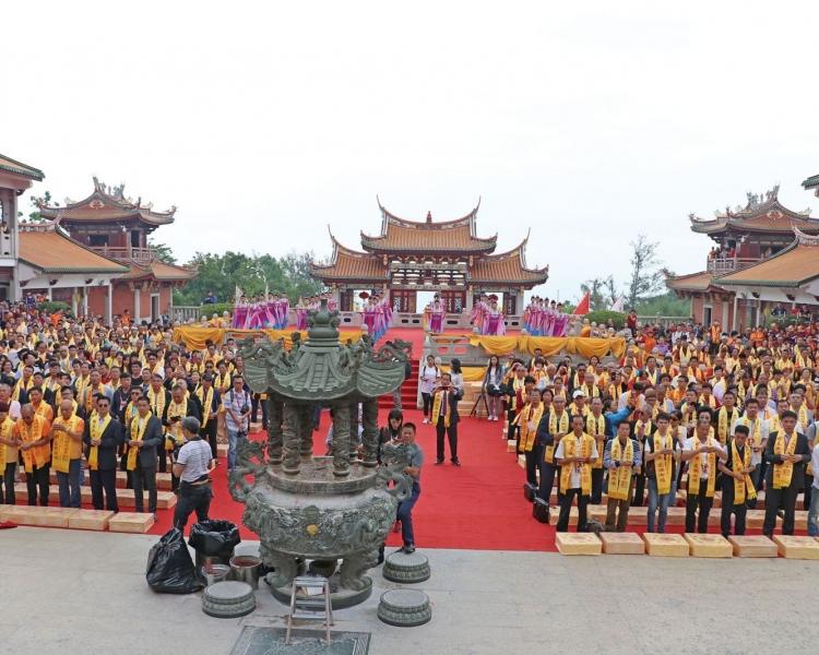 弘揚中華文化 發揮橋樑作用