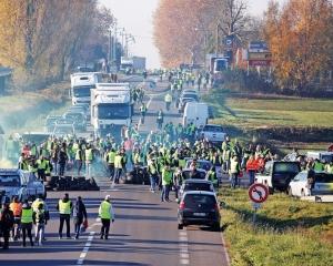 法國「黃背心運動」 釀一死227傷