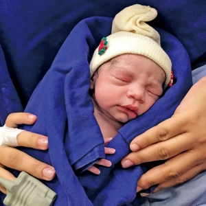 婦人移植死者子宮產女