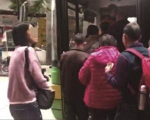 導遊率團「襲」澳 慳成本與市民爭巴士
