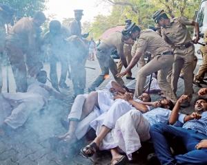 教徒火爆示威釀一死