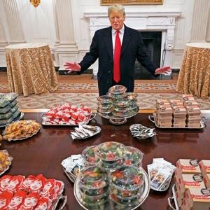 特朗普掏腰包買漢堡宴客