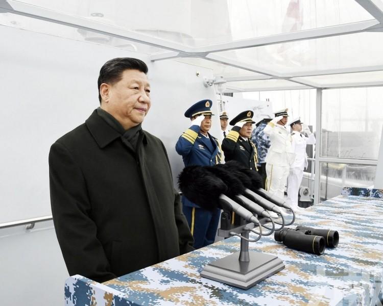 遼寧艦偕055艦及新型潛艇受閱
