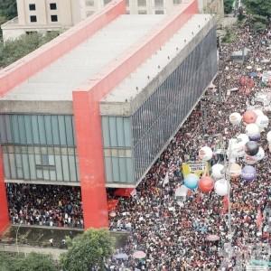 巴西學生發動全國示威