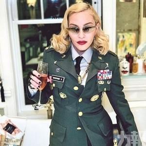 麥當娜扮惡女警賀61歲生日
