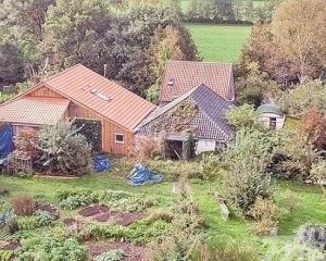 荷蘭一家六口躲地窖九年