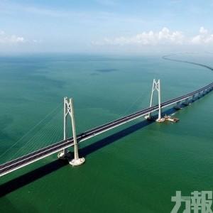 17人飛回香港 經大橋入澳
