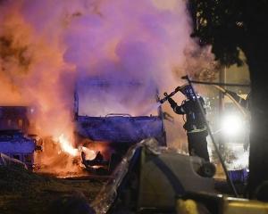 法警開槍殺青年事件觸發騷亂