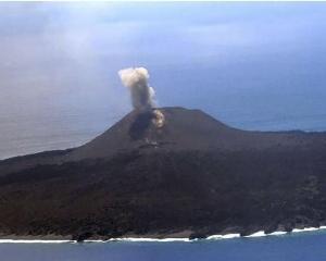 日本西之島發生小規模火山噴發