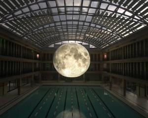 「月球博物館」展出前失蹤