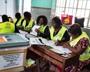 津巴布韋今日大選正投票
