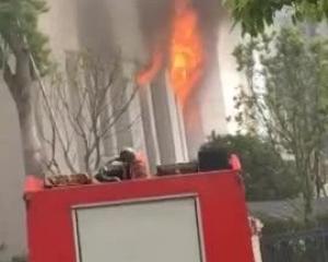 江西吉安市公安局大樓起火