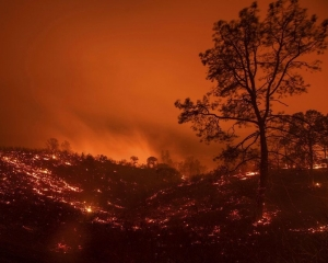 加州火場面積大如洛杉磯