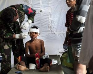 印尼龍目島地震增至319死