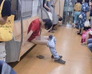 東京男地鐵車廂當眾脫褲大便