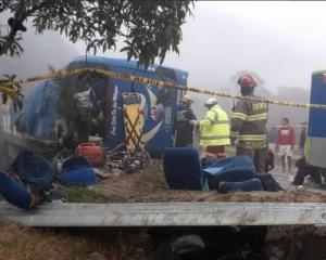 厄瓜多爾載球迷巴士翻側12死30傷