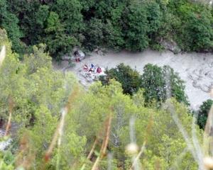 意大利峽谷洪災至少10死5失蹤