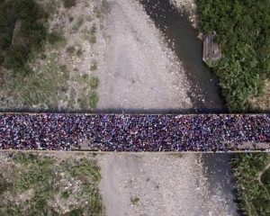 委內瑞拉人「用腳表態」 鄰國頭痛