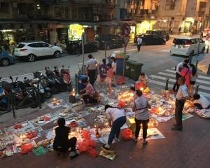 市民街上祭亡魂