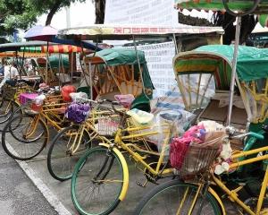 三輪車車伕抗議工會隱瞞資助款項