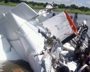 南蘇丹小型飛機墮湖 21人遇難