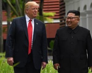 特朗普形容兩人「墮入愛河」