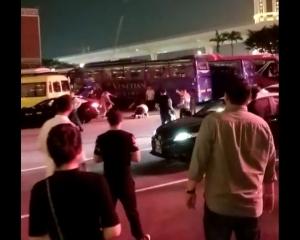 治安警以傷人罪拘捕三名男子