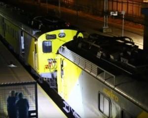 南非兩火車相撞逾300人傷