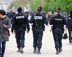 巴黎警方拘11青年