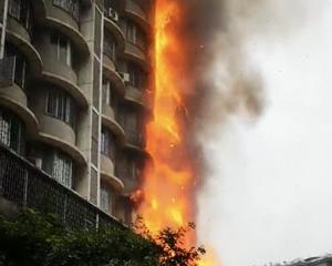 7層樓陷入火海 鄰居險陪葬