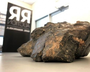 最大月球隕石拍賣 逾490萬成交