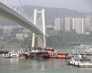 重慶大巴墮江 至今2人遇難