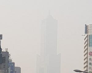 霧霾遮天蔽日 建築「消失」