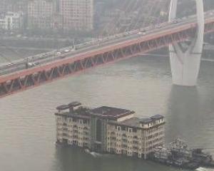 重慶5層高「大樓」江上飄