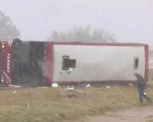 密西西比州旅遊巴翻側 2死44傷