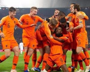 荷蘭主場兩蛋贈法國