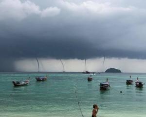 有片!【海上奇觀】泰國麗貝島驚現4水龍捲