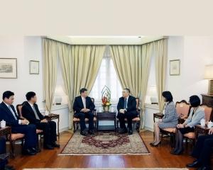 雙方同意加強合作開拓發展機遇