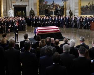 通宵開放供公眾瞻仰及弔唁