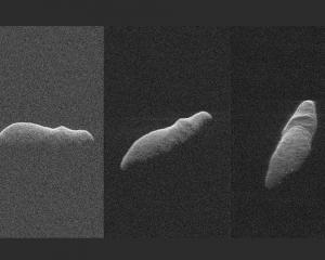 「河馬」小行星掠過地球邊緣