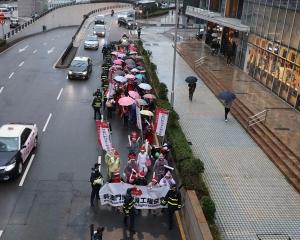 兩團體遊行要求政府禁止輸入外僱莊荷及司機