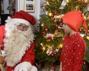 德男童報警求拘捕聖誕老人