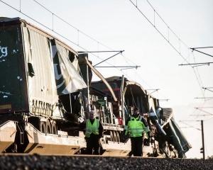 丹麥跨海大橋兩列車相撞 至少6死