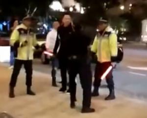 警員鳴槍制服三名涉案男子