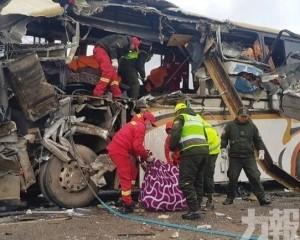 玻利維亞巴士相撞至少22死37傷