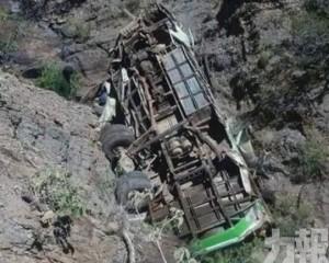 巴士跌落100米深谷釀39死傷