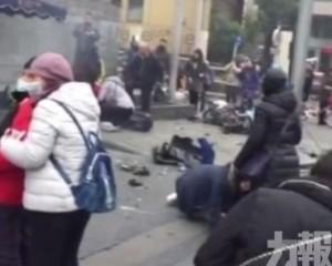上海私家車失控剷上行人路 1死9傷
