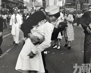 【勝利之吻】二戰經典照片男主角逝世 終年95歲