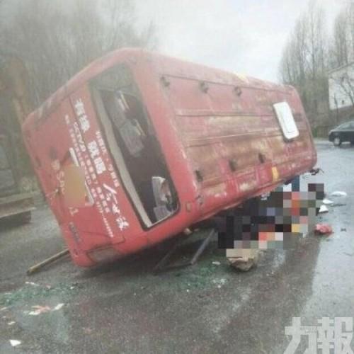 河南巴士與貨車相撞 4死15傷