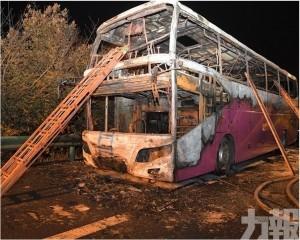 湖南高速旅遊巴起火 增至26死28傷